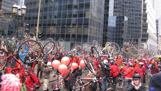https://montrealcampus.ca/wp-content/uploads/2012/04/Vélos-rouges-640x360.jpg