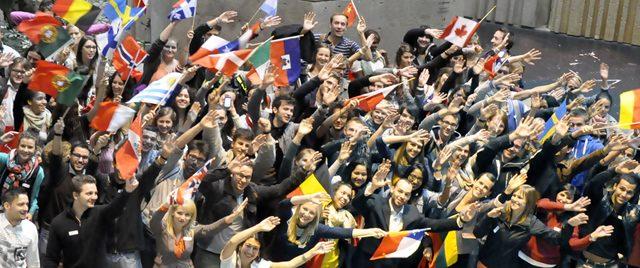 https://montrealcampus.ca/wp-content/uploads/2014/09/etudiants-etrangers-drapeaux-640x268.jpg