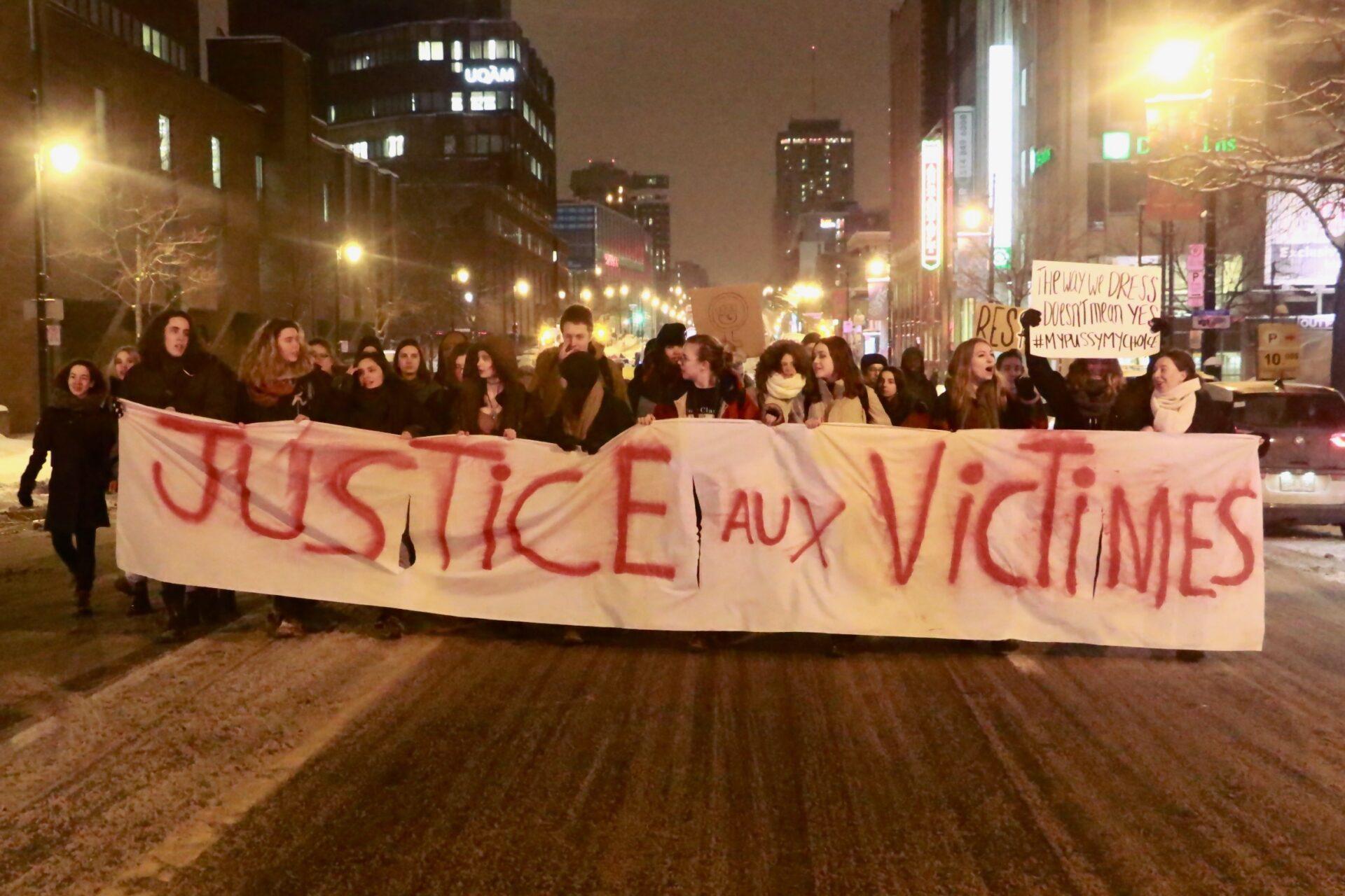 Les victimes d'agressions sexuelles demandent justice