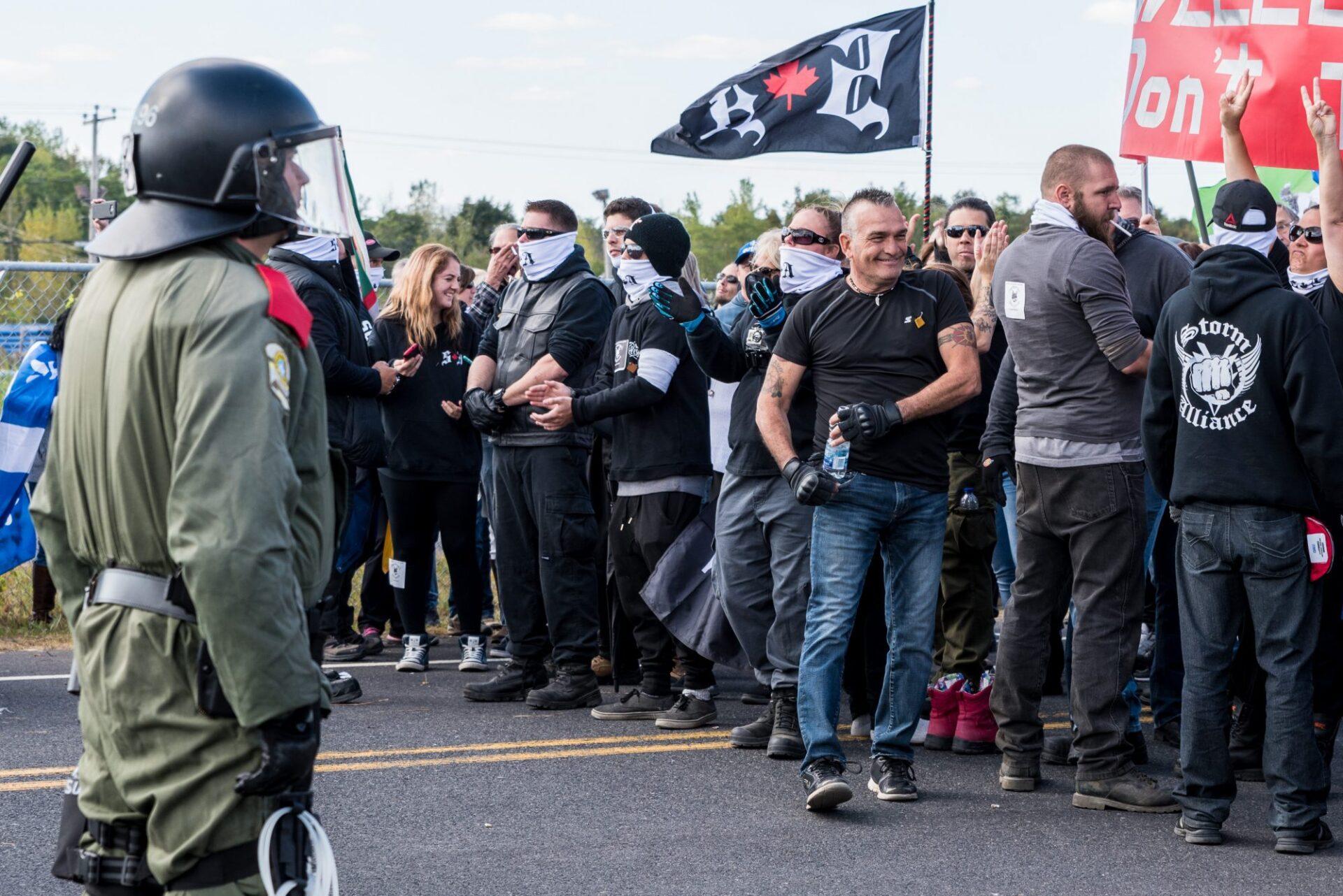 Plusieurs figures connues du groupe d'extrême droite étaient présentes sur place   Photo: Martin Ouellet-Diotte  Montréal Campus