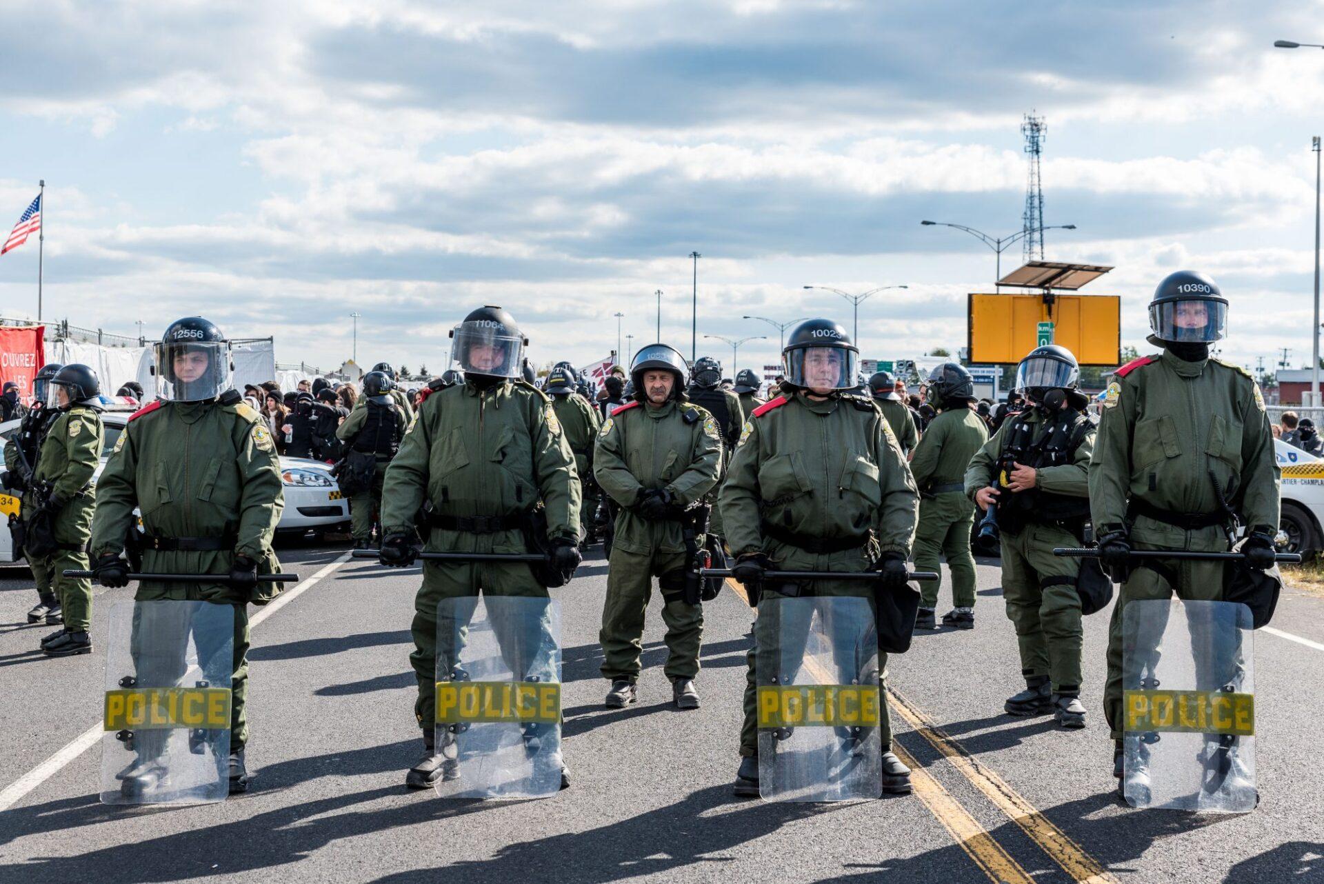 La Sûreté du Québec relâche la tension après le départ des manifestants de Storm Alliance   Photo: Martin Ouellet-Diotte  Montréal Campus