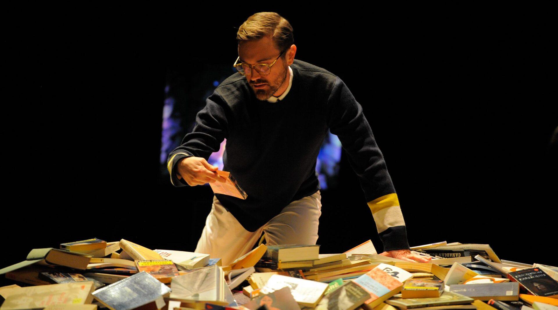 Des acteurs et des livres pour improviser du théâtre
