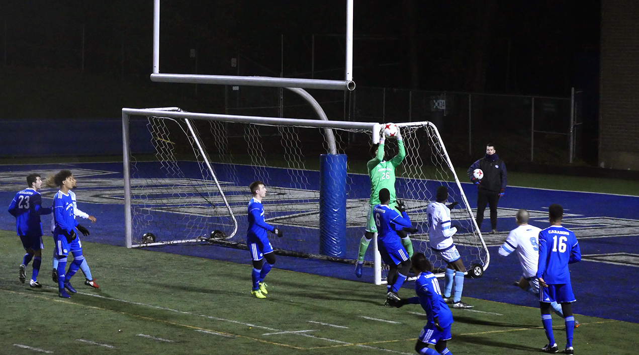 http://montrealcampus.ca/wp-content/uploads/2018/11/SOCCER_FINAL_CAMPUS-1-of-3.jpg
