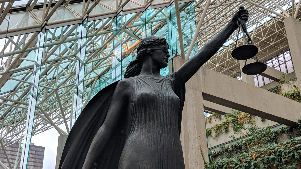 http://montrealcampus.ca/wp-content/uploads/2018/12/Statue_Justice-1-of-1-1280x720.jpg