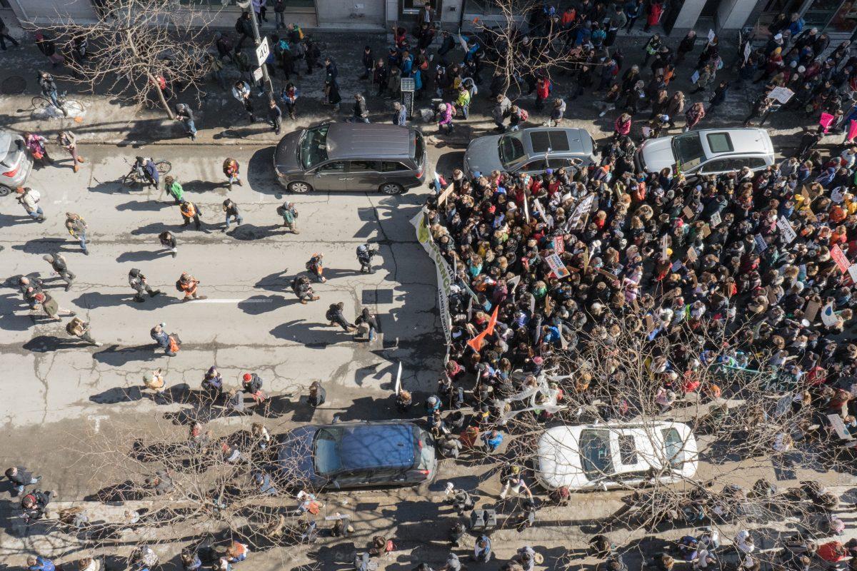 Des milliers de jeunes parcourent Montréal pour la planète