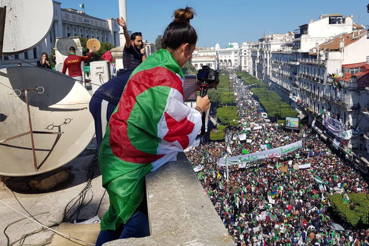 Les Algériens et les Algériennes encore dans les rues d'Alger… et de Montréal