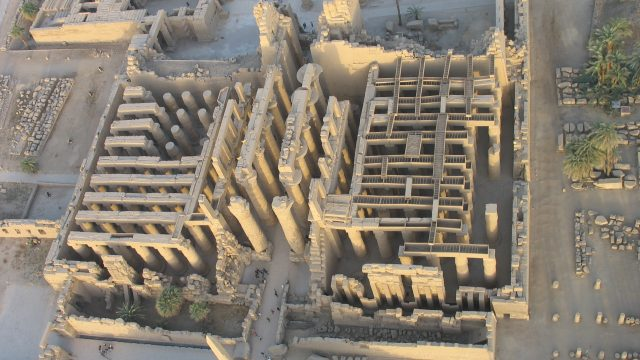 https://montrealcampus.ca/wp-content/uploads/2020/03/1-Karnak-vu-du-ciel-640x360.jpg